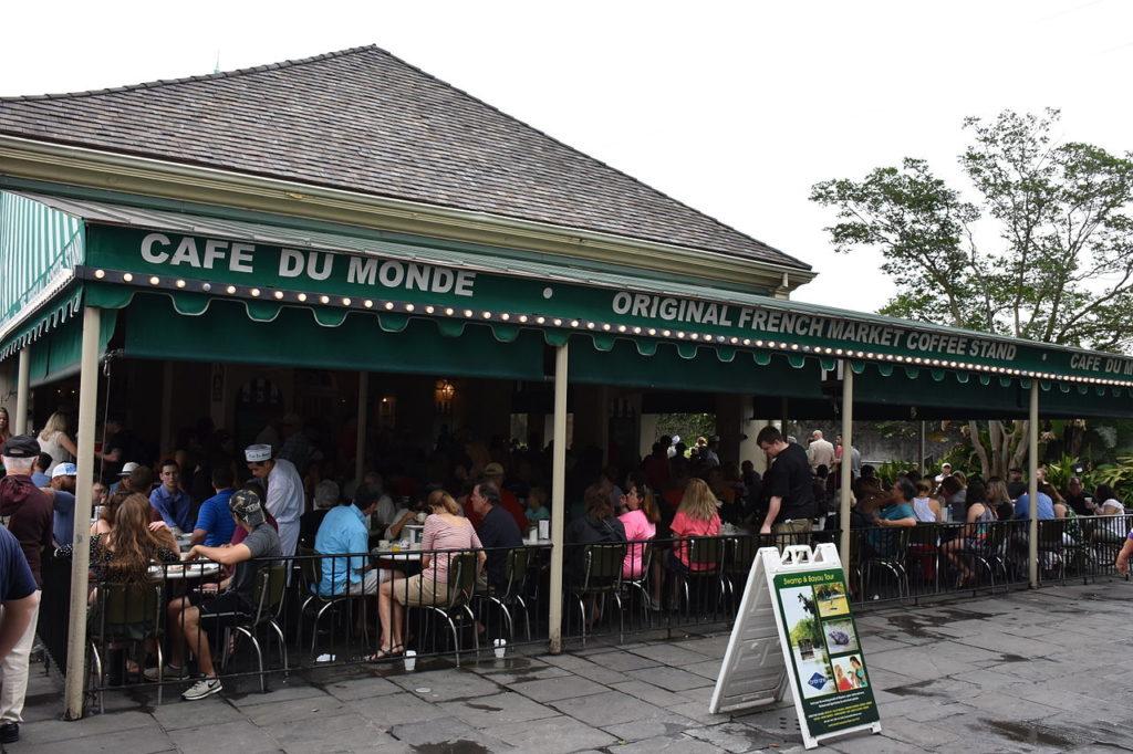 cafe_du_monde_in_new_orleans