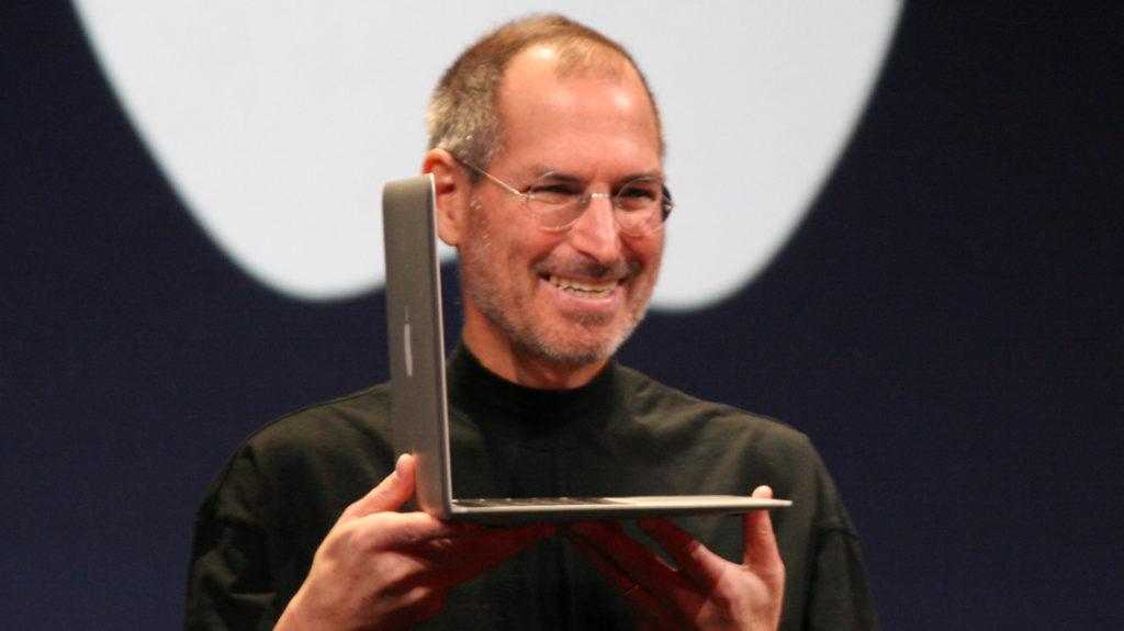Steve_Jobs_with_MacBook_Air_2